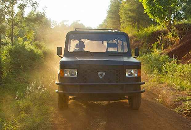 Внедорожник для езды по грунтовым африканским дорогам