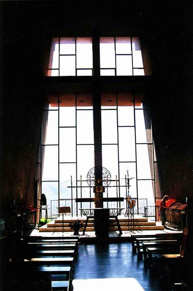 Символ часовни гигантский крест