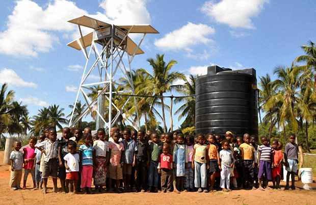 Насос на солнечных батареях обеспечивает водой около 800 человек