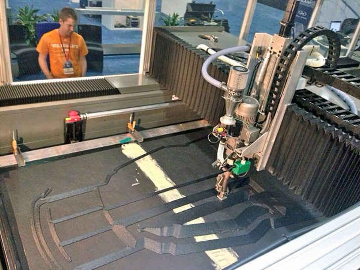 3D принтер печатает элемент конструкции